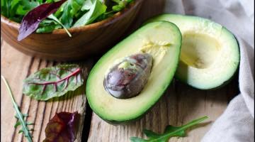 Avocado and salad mix