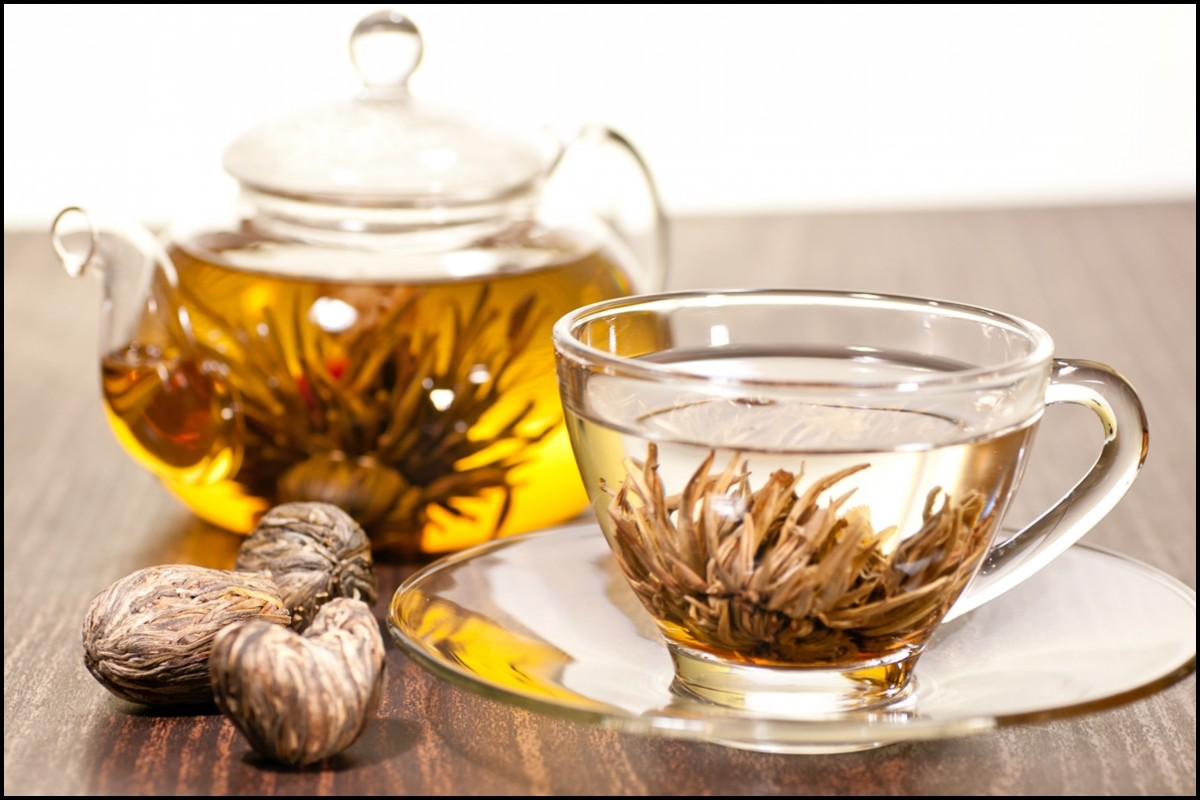 Blooming tea in glass pot and teacup