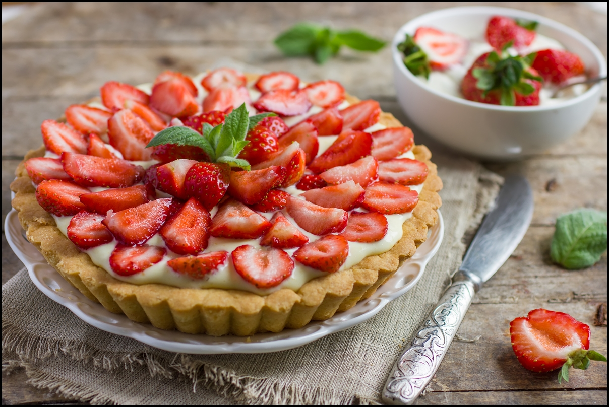 Delicious strawberry tart with cream and fresh strawberries