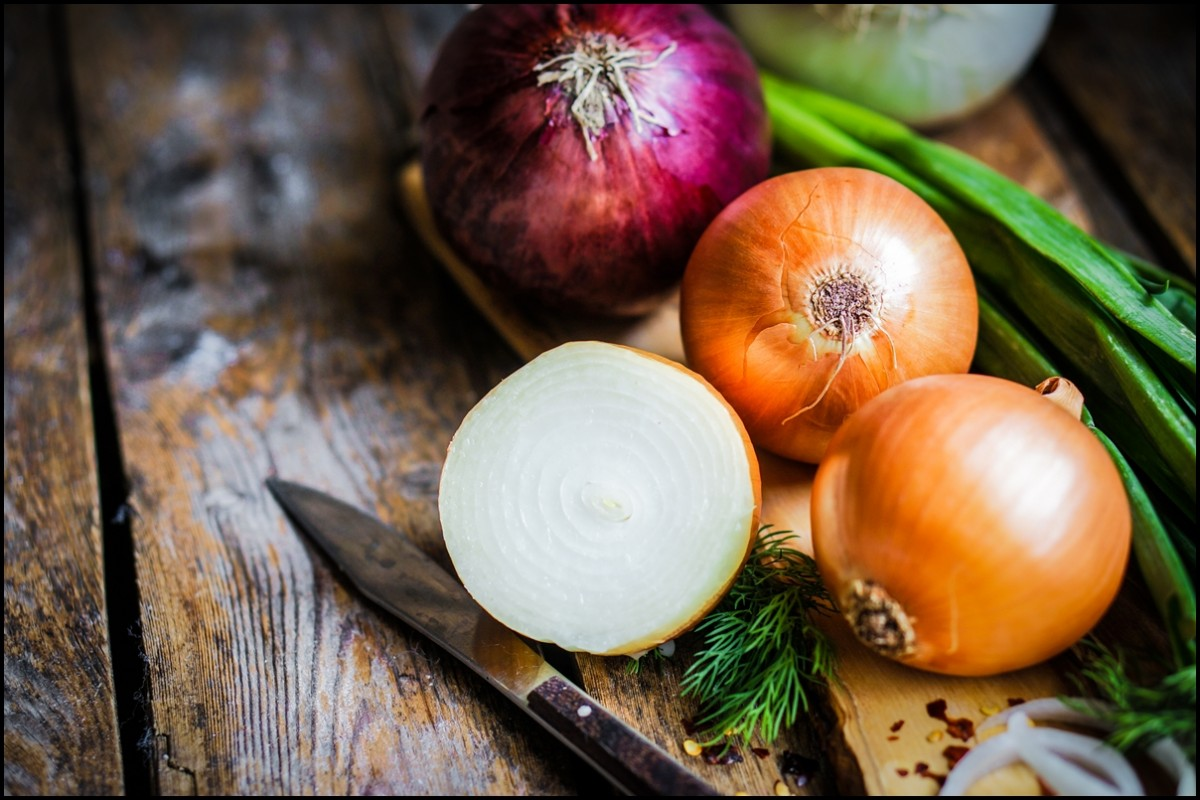 Different colors of onion