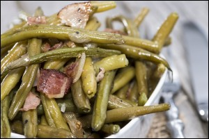 Fresh Green Beans with Ham and Onion