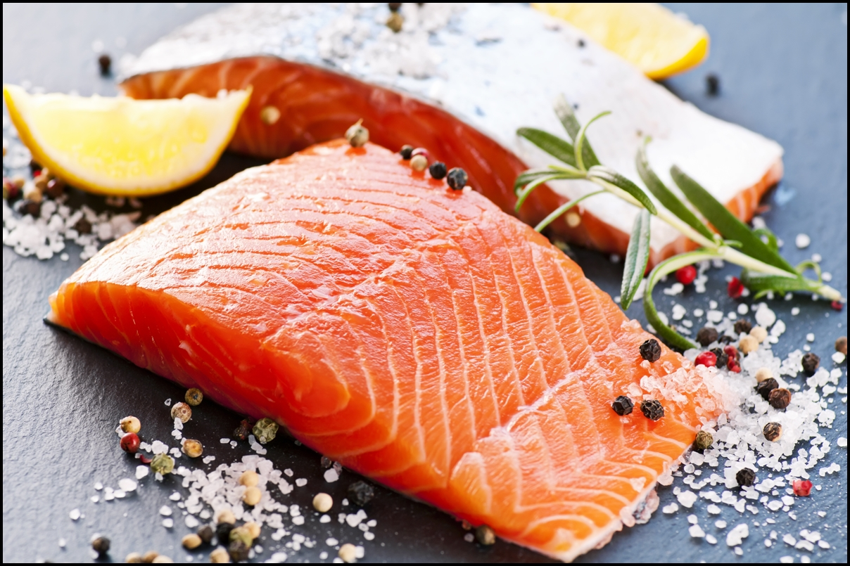 Fresh salmon with spices and lemons