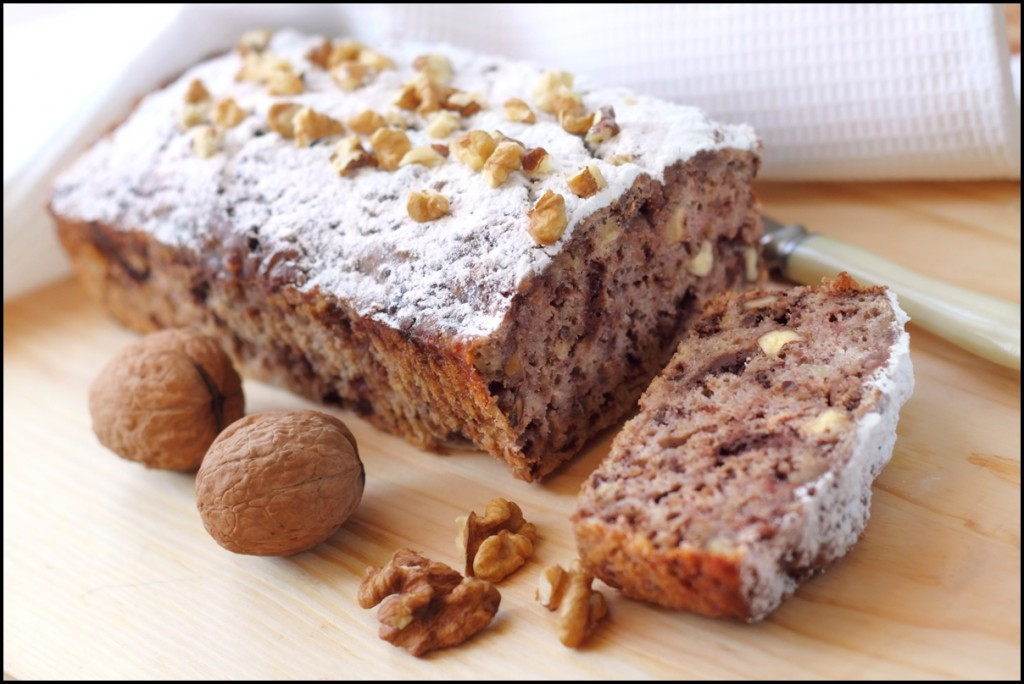 Homemade banana cake with walnuts and dark chocolate, YUMMY!