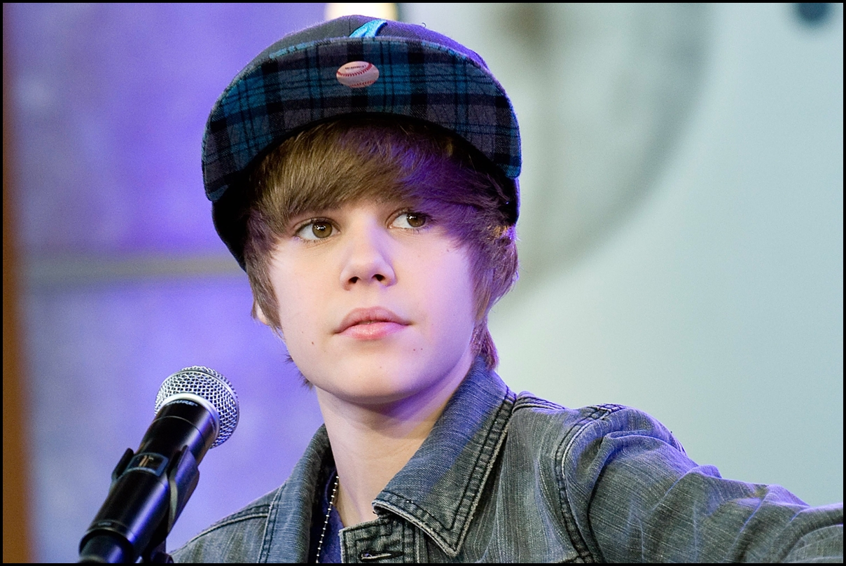 Justin Bieber on stage for Good Morning America GMA Concert. GMA Times Square Studio, New York. 2009