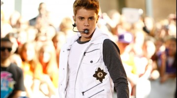 Justin Bieber performs on the Today Show at Rockefeller Plaza on June 15, 2012 in New York City.