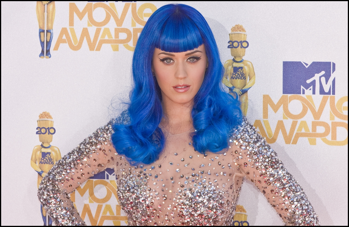 Katy Perry arrives on the Red Carpet at the 2010 MTV Movie Awards at Gibson Amphitheatre on June 6, 2010 in Universal City, California.