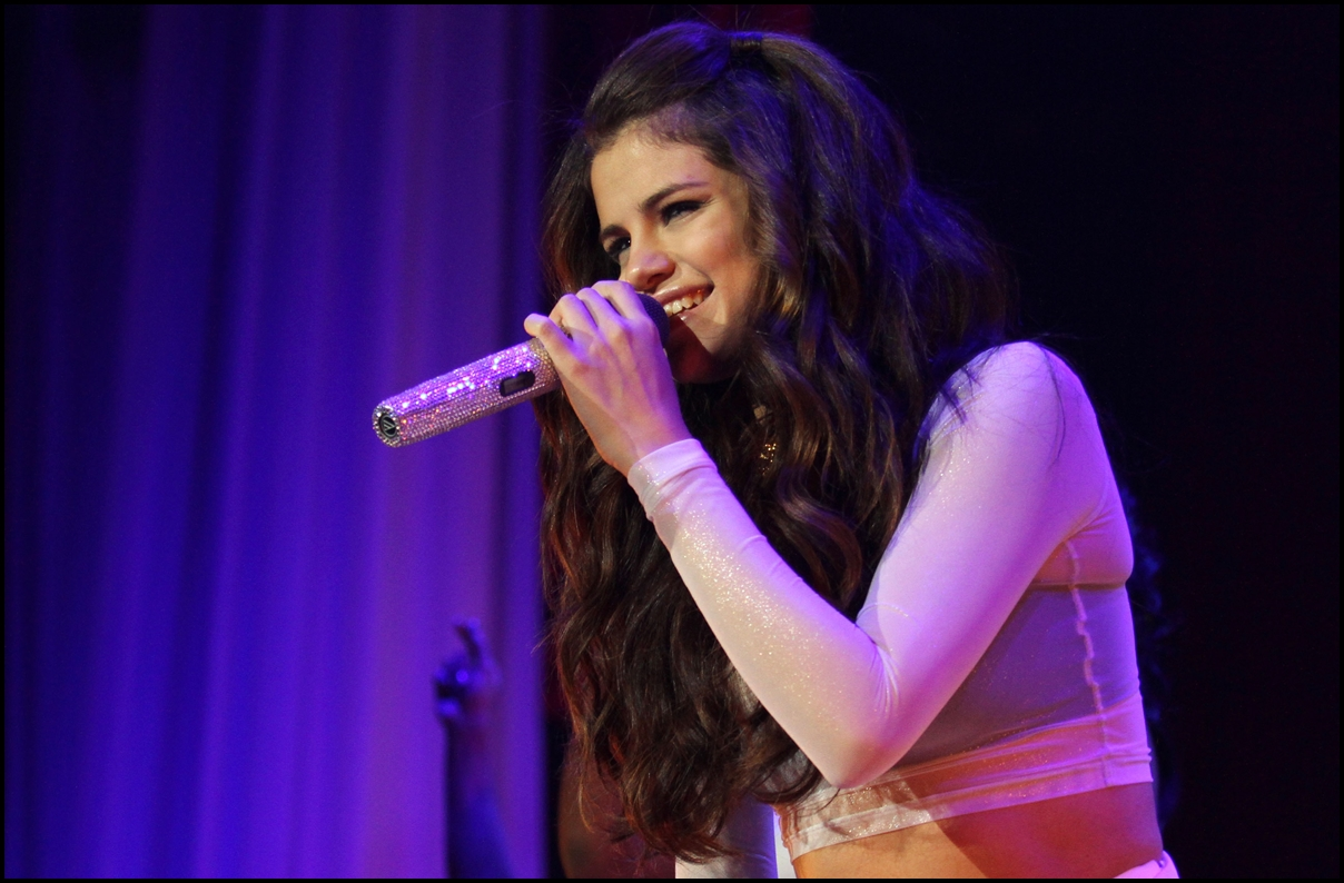 Selena Gomez performs at the Prudential Center on October 20, 2013 in New Jersey.