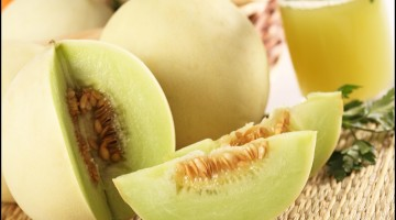 Sliced and full honeydew melon with melon juice