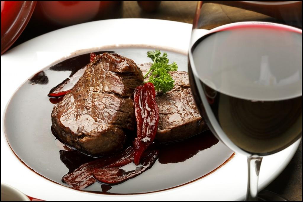 fillet mignon in red wine sauce