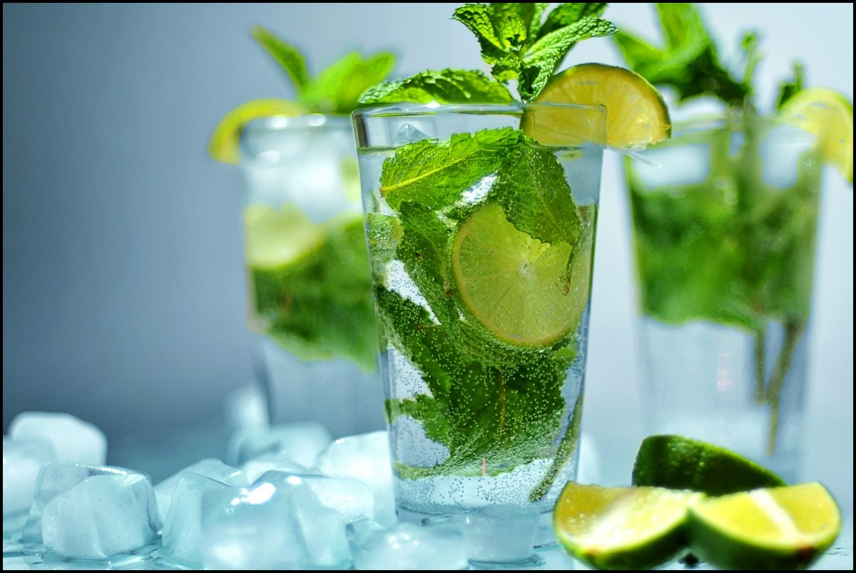 mojito lime drink with ice